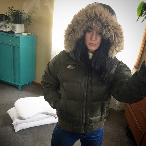 The North Face Fur Hooded 550 Puffer Jacket. M 5849b34a36d5948edc030467 a95a2c6bd