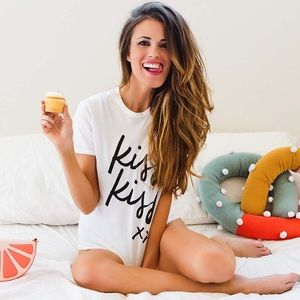 """Luxxe Tops - NWT Graphic Tee """"kiss kiss"""""""