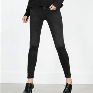 Zara skinny jeans distressed at knees