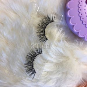 Other - 1 Pair Faux Lashes #28