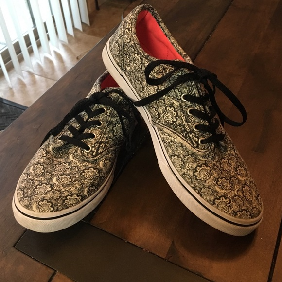 23aaa1373e9b Black and White Design Vans. M 5849d4686a58306673005698