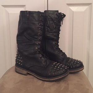 Traffic Shoes - Combat boots with spikes