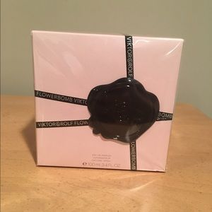 Viktor & Rolf Other - Viktor&Rolf Flowerbomb' Eau de Parfum Spray
