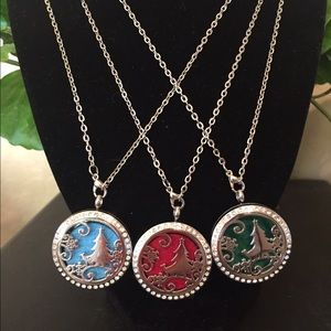 Jewelry - Christmas tree essential oil necklace