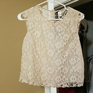 NEW PRICE DROP❤ NWT Sheer lace crop top