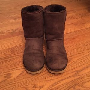 10 off ugg shoes ugg classic ii boots from melanie s closet on