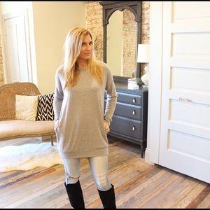 Sweaters - Heather gray long sleeve sweater tunic w/ pockets