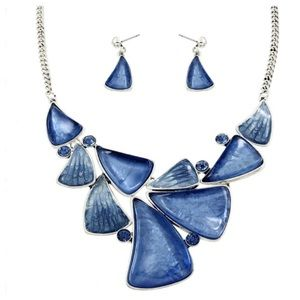 Jewelry - 🎉🎉HP 8/10 🎉🎉New- Blue Necklace Set