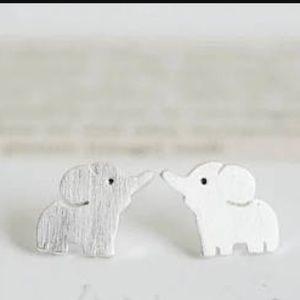 Jewelry - Silver elephant earrings🐘