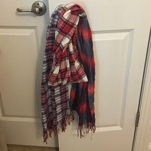 GAP Accessories - Beautiful soft plaid scarf from gap
