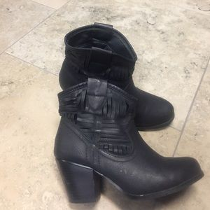 Bacco Bucci Shoes - Black booties