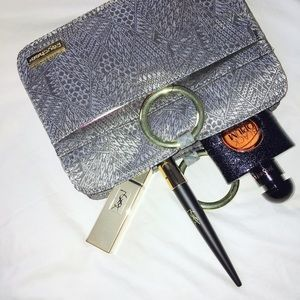 Pouchee Handbags - Mod Pouchee ⚜️