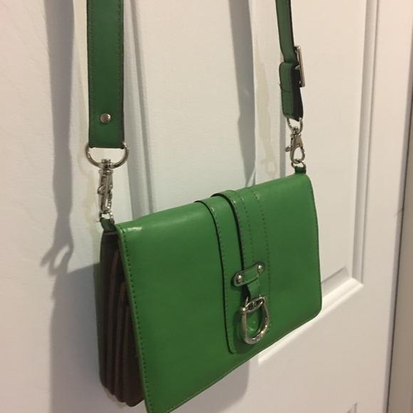 Etienne Aigner Handbags - Etienne Aigner sumptuous 🌺crossbody wallet