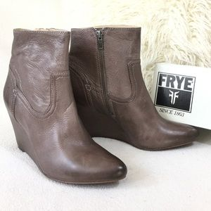 FRYE BRAND NEW Taupe leather ankle boot wedges
