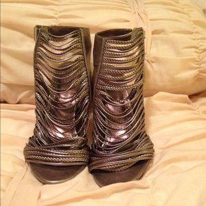 Vince Camuto gladiator heels