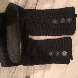 Woman's size 6 knitted black ugg boot