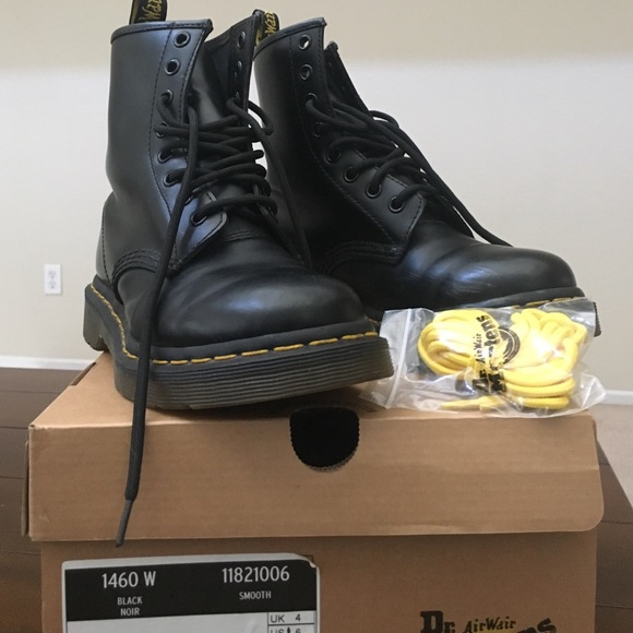 0bf6b1faf78 Dr. Martens Shoes - Black Doc martens 1460 gently used-almost new.