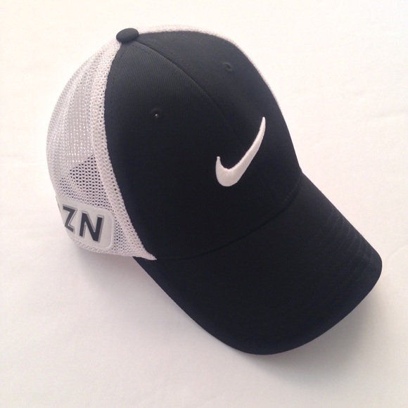3599f3a7defbd Nike Flexfit Black Golf Hat Size S M. M 584c769f2de512c1ba04a1d9