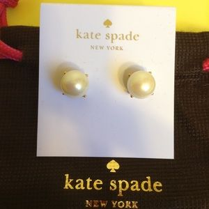 Brand new Kate Spade Pearl Gumdrop Stud Earrings