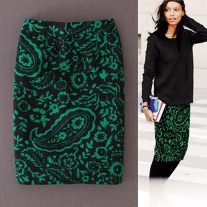 Green and Black print skirt sz8L 
