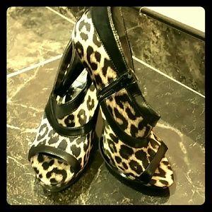 Carlos Santana Shoes - NWOT Carlos Santana peep toe leopard booties Size8