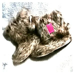 ❤SALE❤ NEW! Candie's~ Plush Leopard Print Slippers