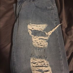 Comfortable distressed jeans size 3