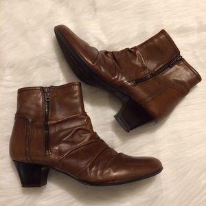 Clarks Shoes - Clarks Artisan brown zipper boots