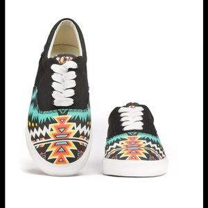Bucket Feet Shoes - BucketFeet Aztec Print Archerone Canvas Sneakers
