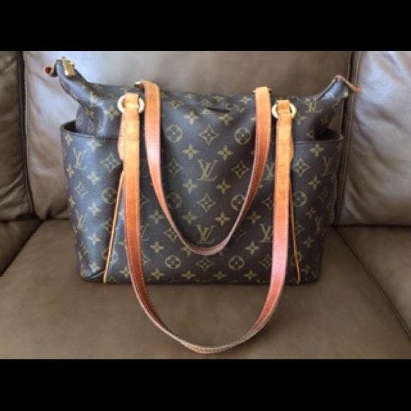 02a22e9ff47c Louis Vuitton Handbags - Louis Vuitton Totally MM Monogram Canvas