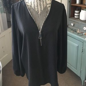 Beautiful blouse with big fashion zip frint