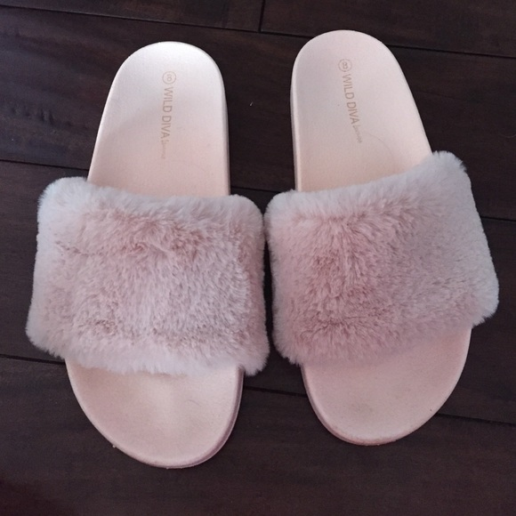 3480845be83 pink fluffy slippers
