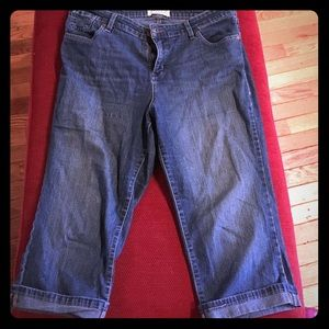Levi's Denim - Levi Strauss Missses Size 14 Capri jeans