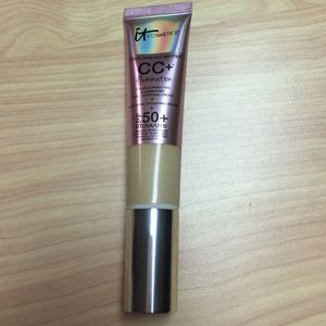 IT cosmetics CC+ illumination cream in shade Light