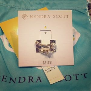 Kendra Scott warren ring set in iridescent Drusy