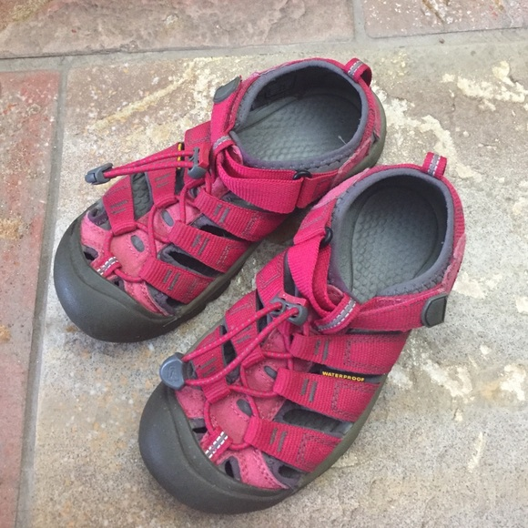 Keen Other - EUC Girls KEEN pink water shoes size 2
