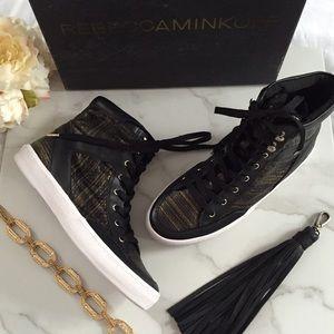 ✨HOST PICK✨Rebecca Minkoff snakeskin sneakers