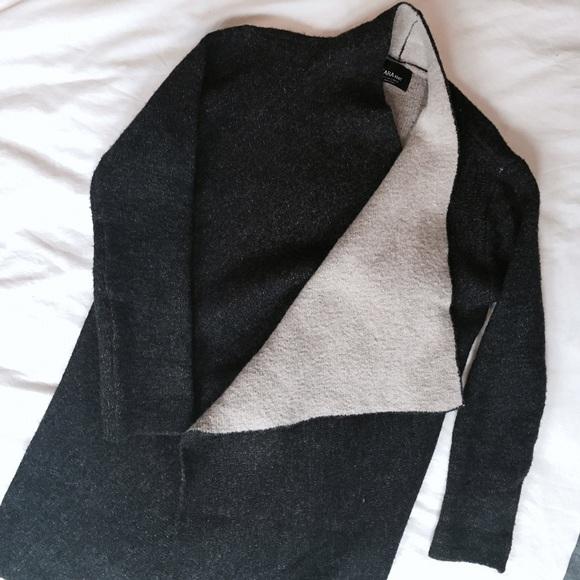 a0104e8ab0 Zara Knit Draped Avant Garde Two-tone Sweater. M 584dc3c96802789e2e006cc9