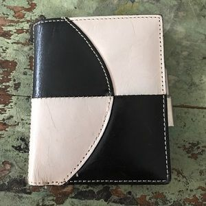 Kenneth Cole Handbags - Vintage leather Kenneth Cole wallet
