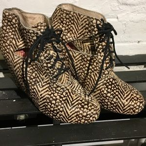 80%20 Seanne cut out ankle bootie size 6