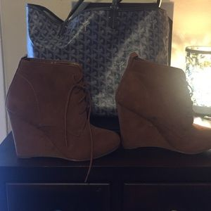 NEW Suede wedge shoes Sz 7