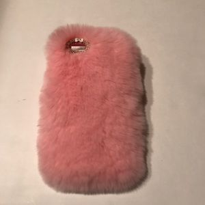 Boutique Accessories - IPhone 6 Fuzzy Case