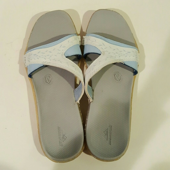 63ed34b1f3f8 New Montrail recyclonite sandals flip flops