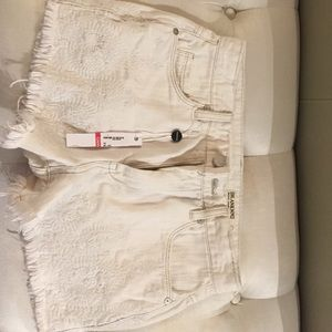 Short off white blank NYC