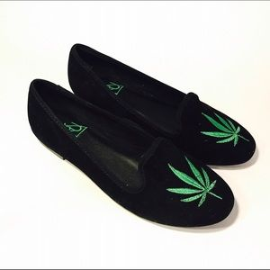 Shoes - YRU Velvet Weed Loafers