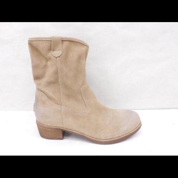 Authentic UGG Suede Heel Bootie Size 7.5
