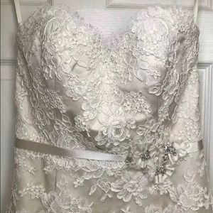 alvina valenta Dresses & Skirts - Alvina Valenta Couture Wedding Gown size Small 0-4