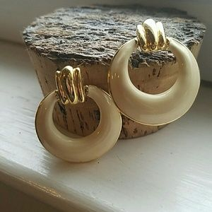 Jewelry - Vintage gold plate and enamel earrings