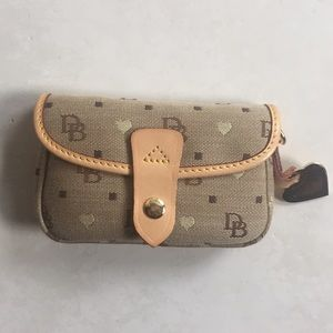 Dooney & Bourke clutch!