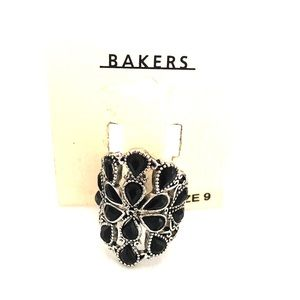 Bakers Jewelry - NWT Silver and Black Rhinestone ring 💝